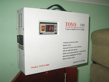 Bình lưu điện cửa cuốn TOYO 800